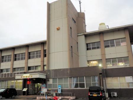 水田に軽乗用車が転落 男性が死亡 高島 : 京都新聞