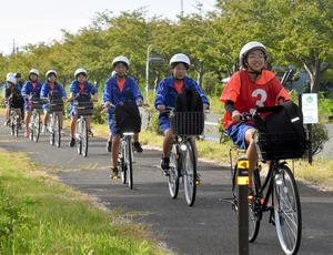 滋賀)自転車で琵琶湖一周に挑戦 安曇川中の2年生:朝日新聞デジタル