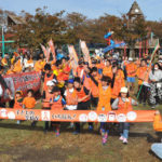 児童虐待防止、オレンジリボンリレーに570人 高島 /滋賀 – 毎日新聞
