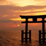 琵琶湖にこんな絶景が… 湖中にそびえる大鳥居が神秘的で美しい – コラム – Jタウンネット 東京都